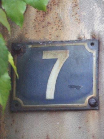 [img]http://mabuseki.free.fr/various/nummer-sieben/images/Nummer%20-%207.jpg[/img]
